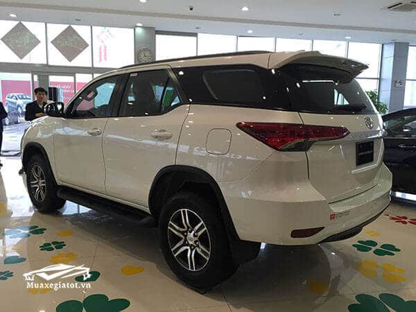 hong-duoi-xe-fortuner-28-v-4-4-may-dau-so-tu-dong-2-cau-choxegiatot-net