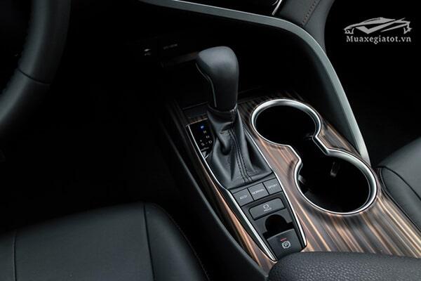 chan can so toyota camry 2019 25q muaxegiatot vn - So sánh Toyota Camry 2021 và Mazda 6 2021: Sự trải nghiệm nào tốt hơn?