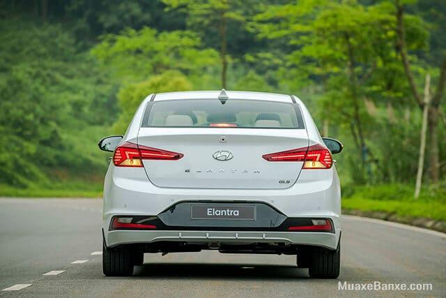 duoi xe hyundai elantra 2019 2020 20at muaxegiatot vn - Đánh giá xe Ô tô Hyundai Elantra 2021 kèm giá bán #1
