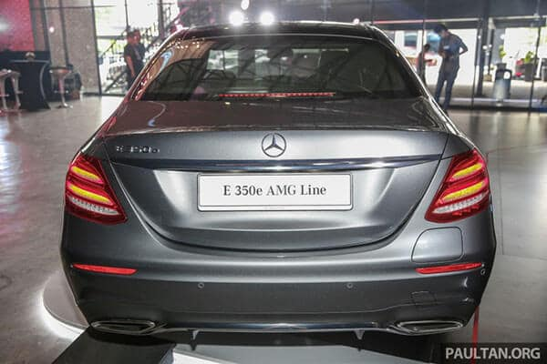 duoi xe mercedes benz e 350 e 2020 muaxegiatot com - Đánh giá xe Mercedes E Class 2021 - Công nghệ hiện đại, nội thất sang trọng
