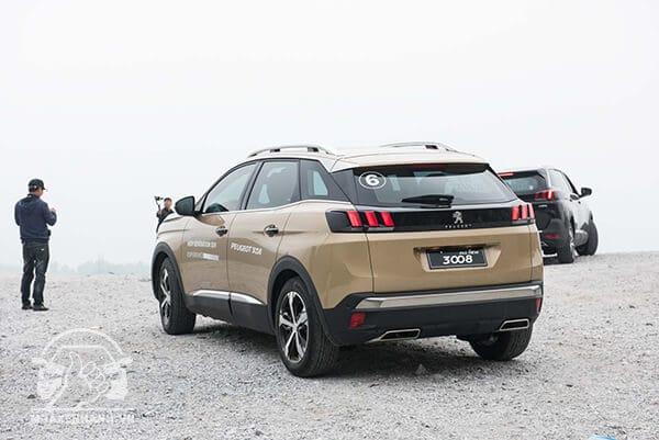 duoi xe peugeot 3008 2020 xetot com 35 - Đánh giá xe Peugeot 3008 2021, sự lựa chọn đáng cân nhắc cho những người trẻ tuổi, năng động